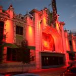 Iluminan edificios para concientizar sobre el Día Mundial de la Hemofilia