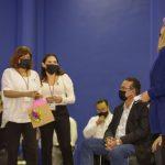 """Reconocen """"Las Adelitas"""" a Maru Campos por el acuerdo de La Boquilla"""